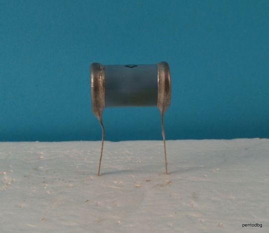 Хартиено маслен  аудио кондензатор ОКБГ-И / КБГ-И / 0,015мкФ  15нФ 600В +/-10% СССР