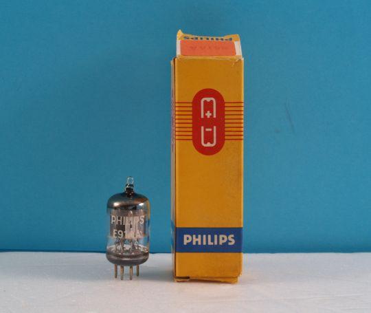Радиолампа E91AA / 5726, 6097, 6AL5B / двоен  диод детектор  Philips